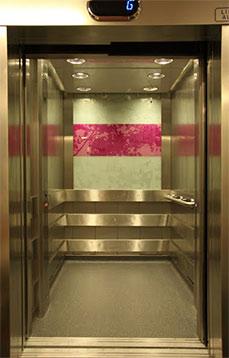Asansörün içi